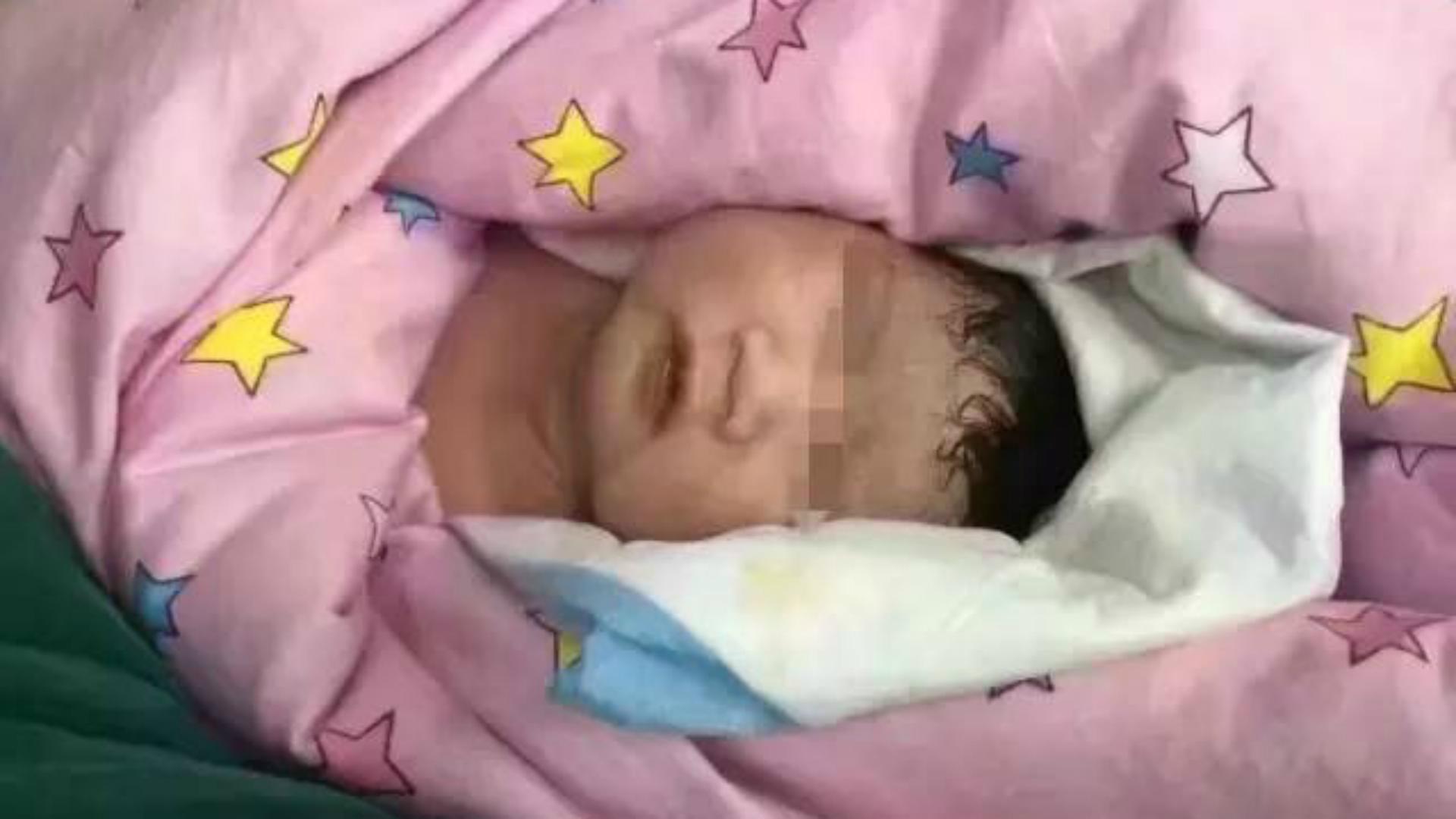 A pesar de las complicaciones del parto, el bebé nació sano. (http://en.people.cn/)