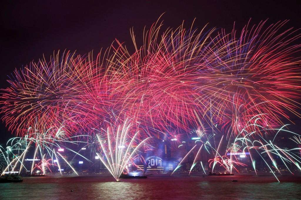 Miles de personas disfrutaron en Hong Kong del show por el año nuevo