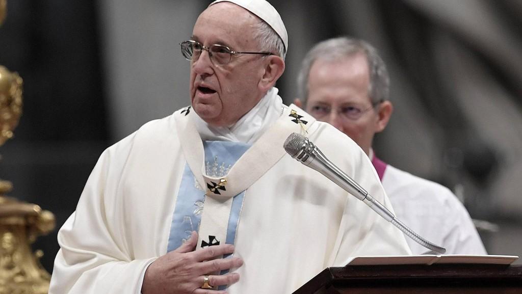"""El Papa Francisco pidió perdón por los pecados de """"omisión, de ocultar y negar"""" y contribuyó a visibilizar la cuestión de los abusos sexuales en la Iglesia (AFP)"""