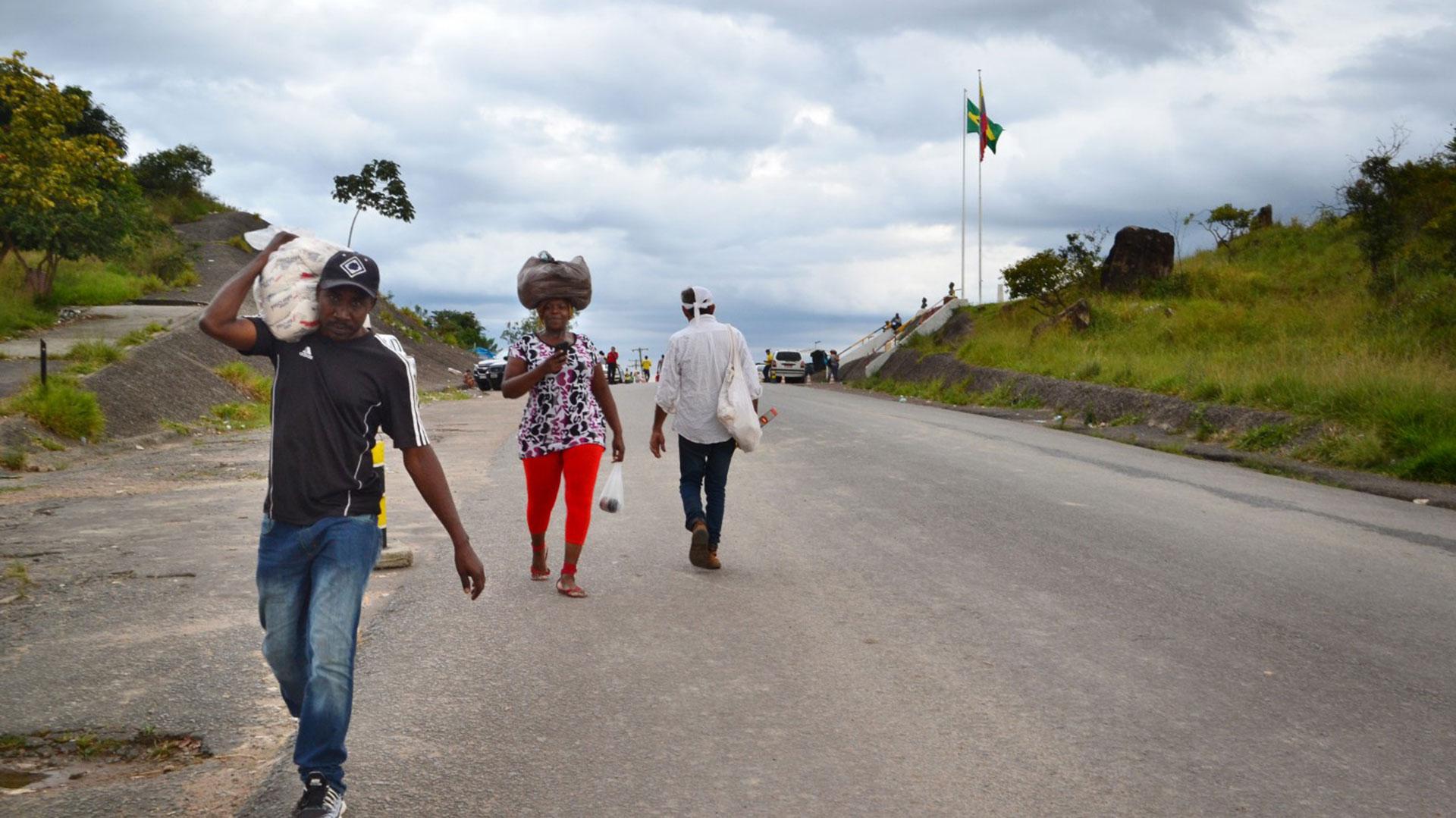 La gobernación de Roraima, donde hay la única frontera terrestre entre los dos países, solicitó ayuda del gobierno federal de Brasil para atender la creciente llegada de ciudadanos venezolanos a ese estado (The Washington Post)