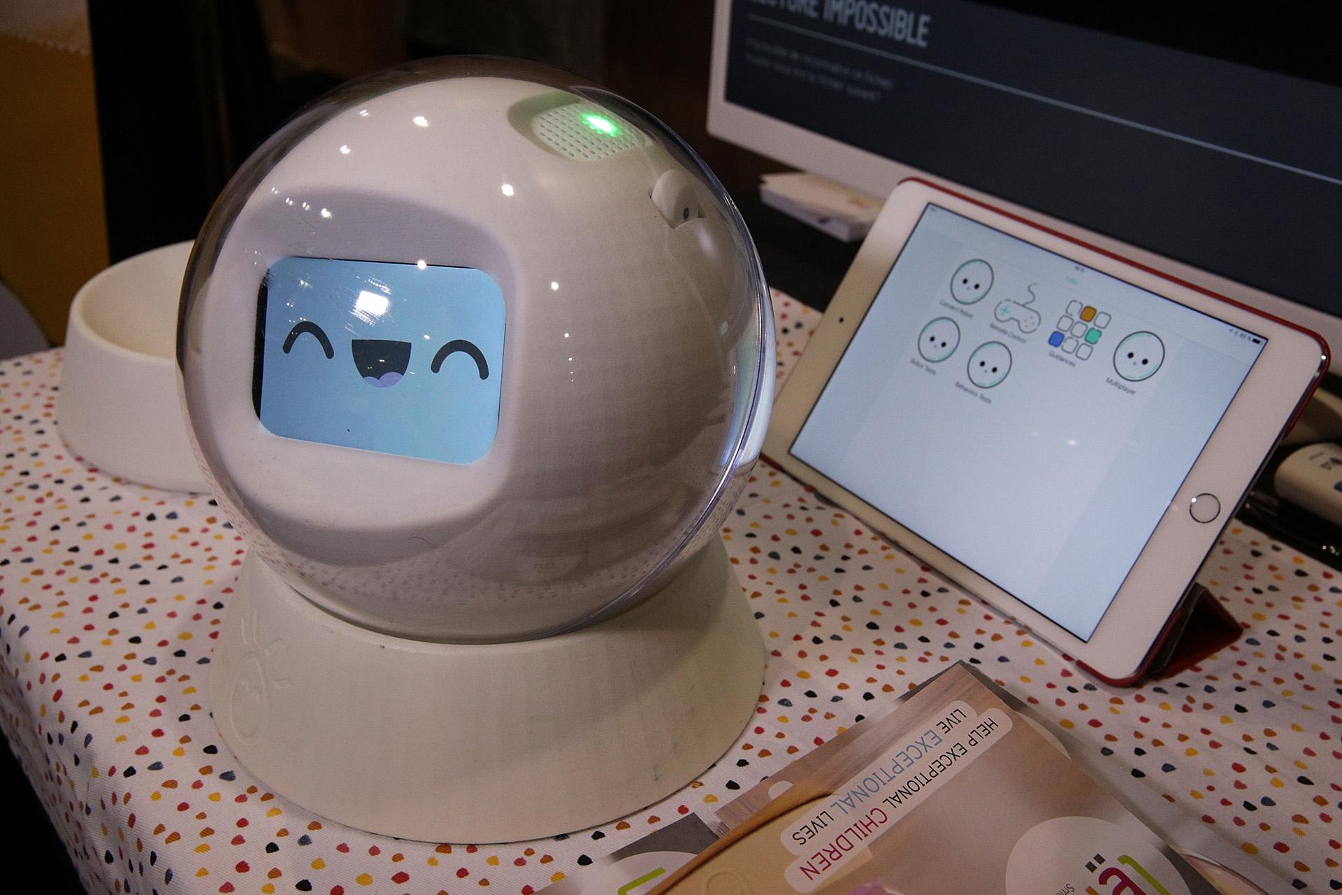 Leka, un robot interactivo pensado para niños con necesidades especiales (Alex Wong/Getty Images/AFP)