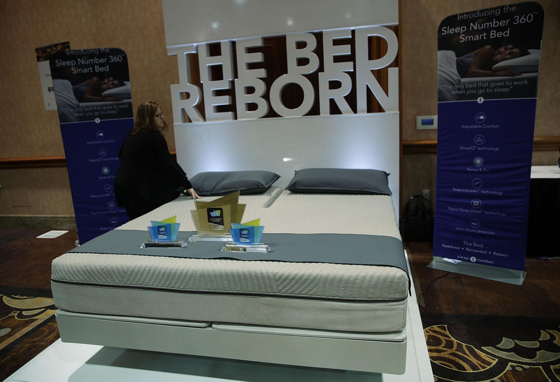 Sleep Number 360, una cama inteligente que percibe el peso y ubicación del usuario y se ajusta para proporcionar el confort adecuado (Alex Wong/Getty Images/AFP)