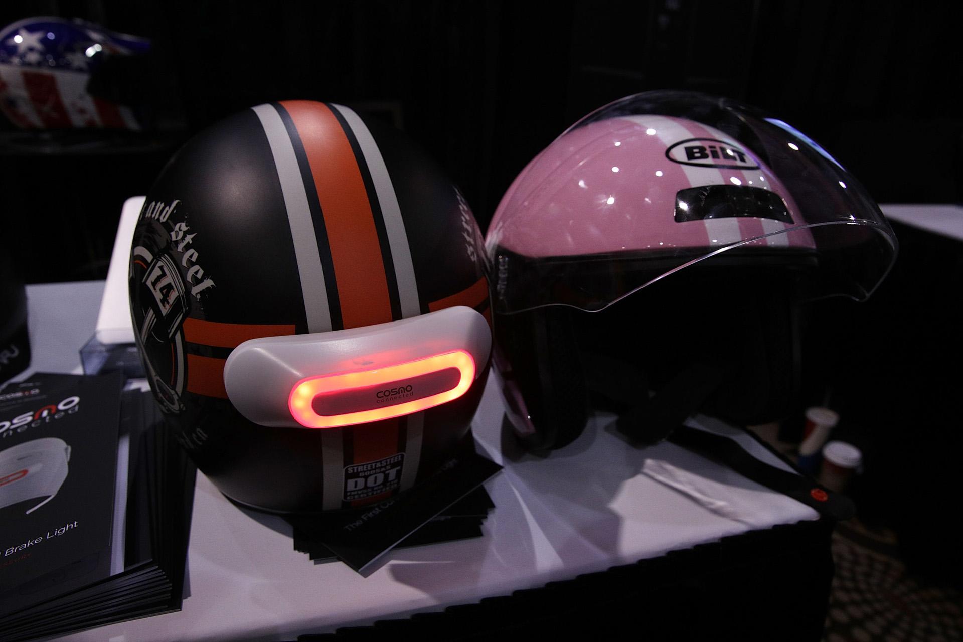 Cosmo Connected, una luz inteligente, con servicio de geolocalización que en envía una alerta en caso de accidentes. El dispositivo se puede añadir a cualquier caso de bicicleta o moto (Alex Wong/Getty Images/AFP).
