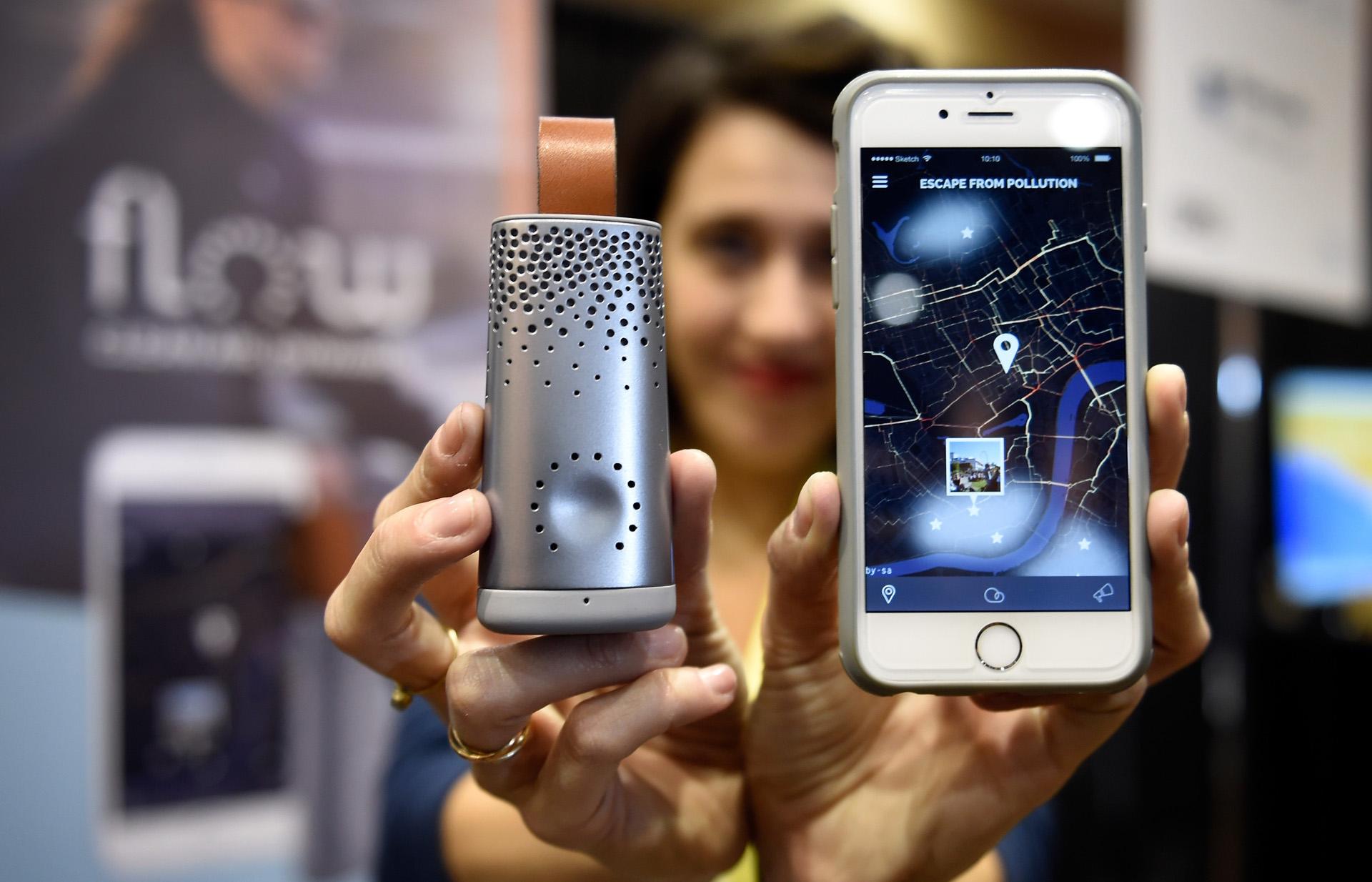 Flow, un sensor de aire inteligente que se maneja desde el celular por medio de una aplicación (David Becker/Getty Images/AFP)