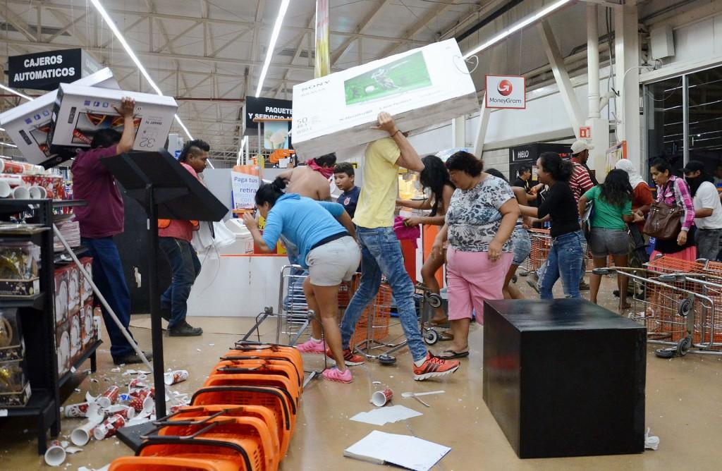 La Asociación Nacional de Tiendas de Autoservicio y Departamentales (ANTAD) dijo que los bloqueos en las carreterashan provocado el cierre de 170 establecimientos, el saqueo de otros 79 y problemas de distribución de mercancía, principalmente en estados del centro del país
