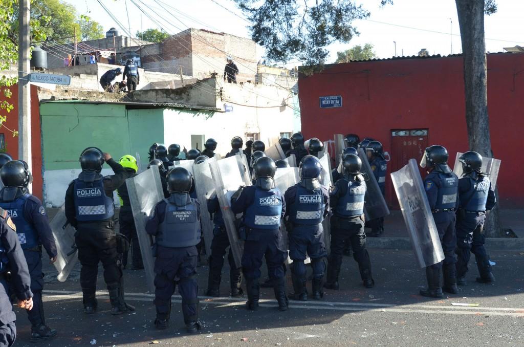 Policías detuvieron a decenas de personas que saqueaban tiendas de Ciudad de México