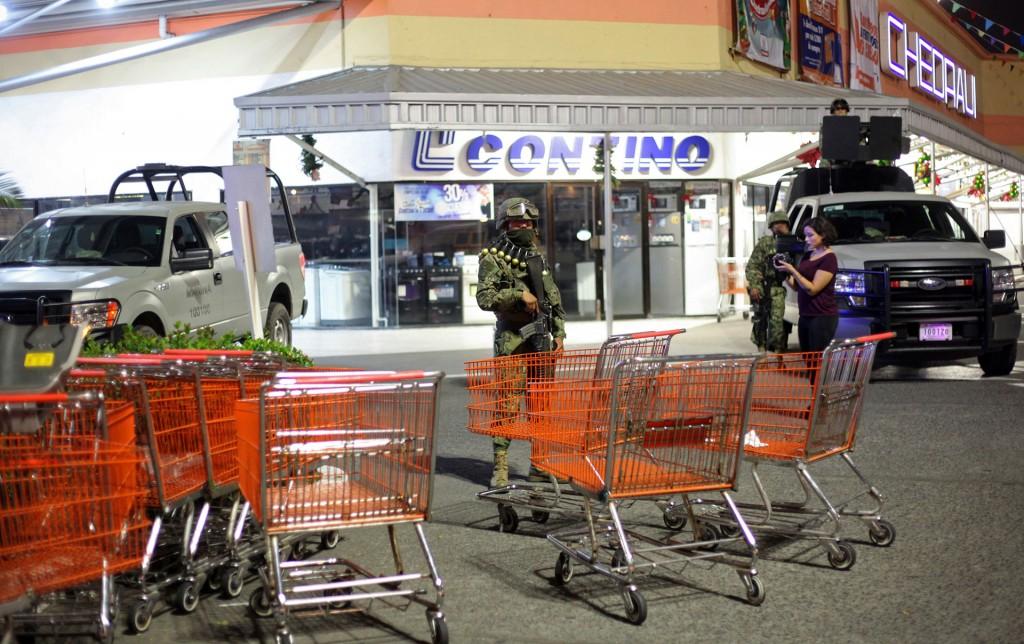 La Armada de México fue enviada a las calles para proteger los comercios ante la violencia