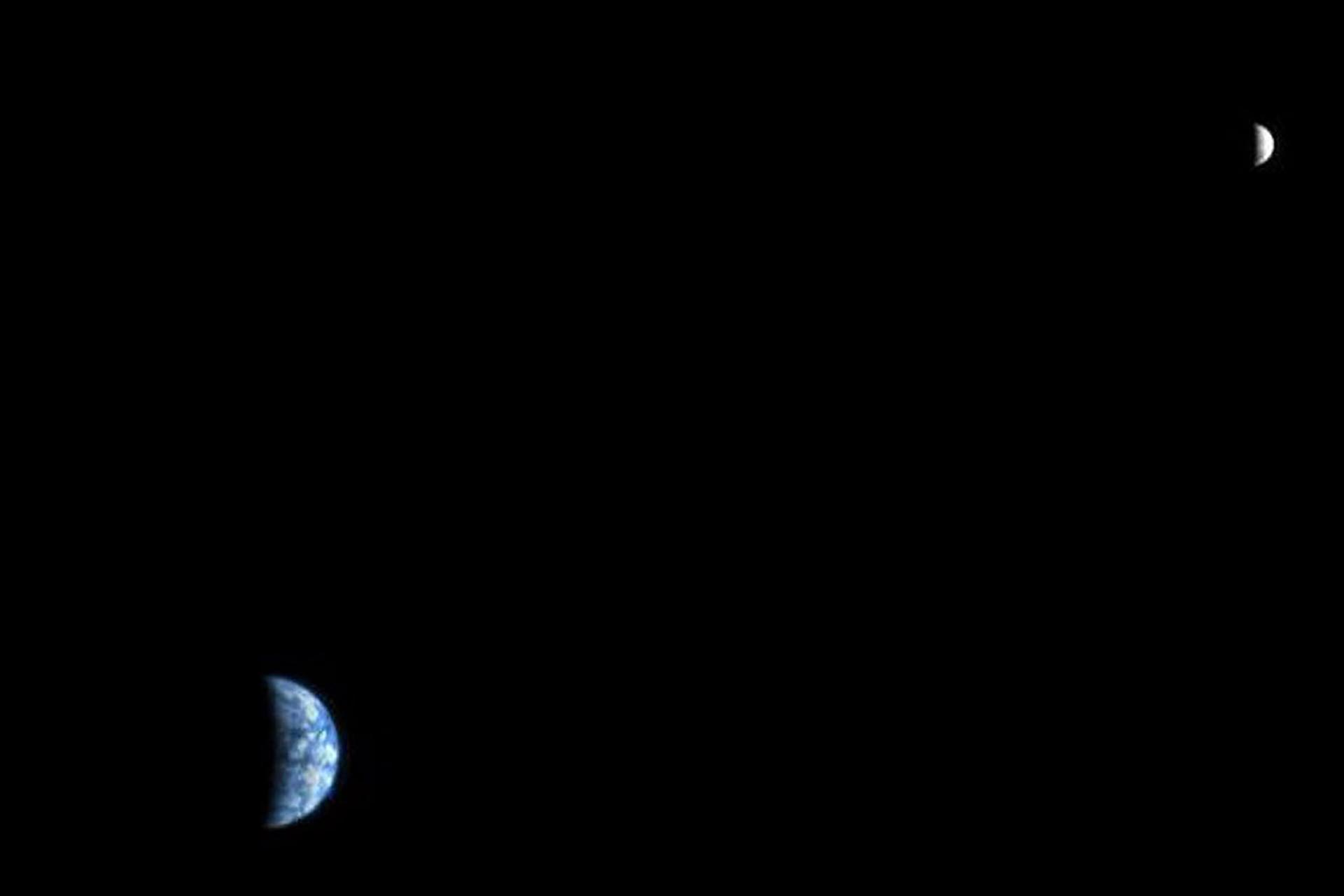La Tierra y la Luna en otra imagen del Orbitador de Reconocimiento de Marte, tomada en octubre de 2007