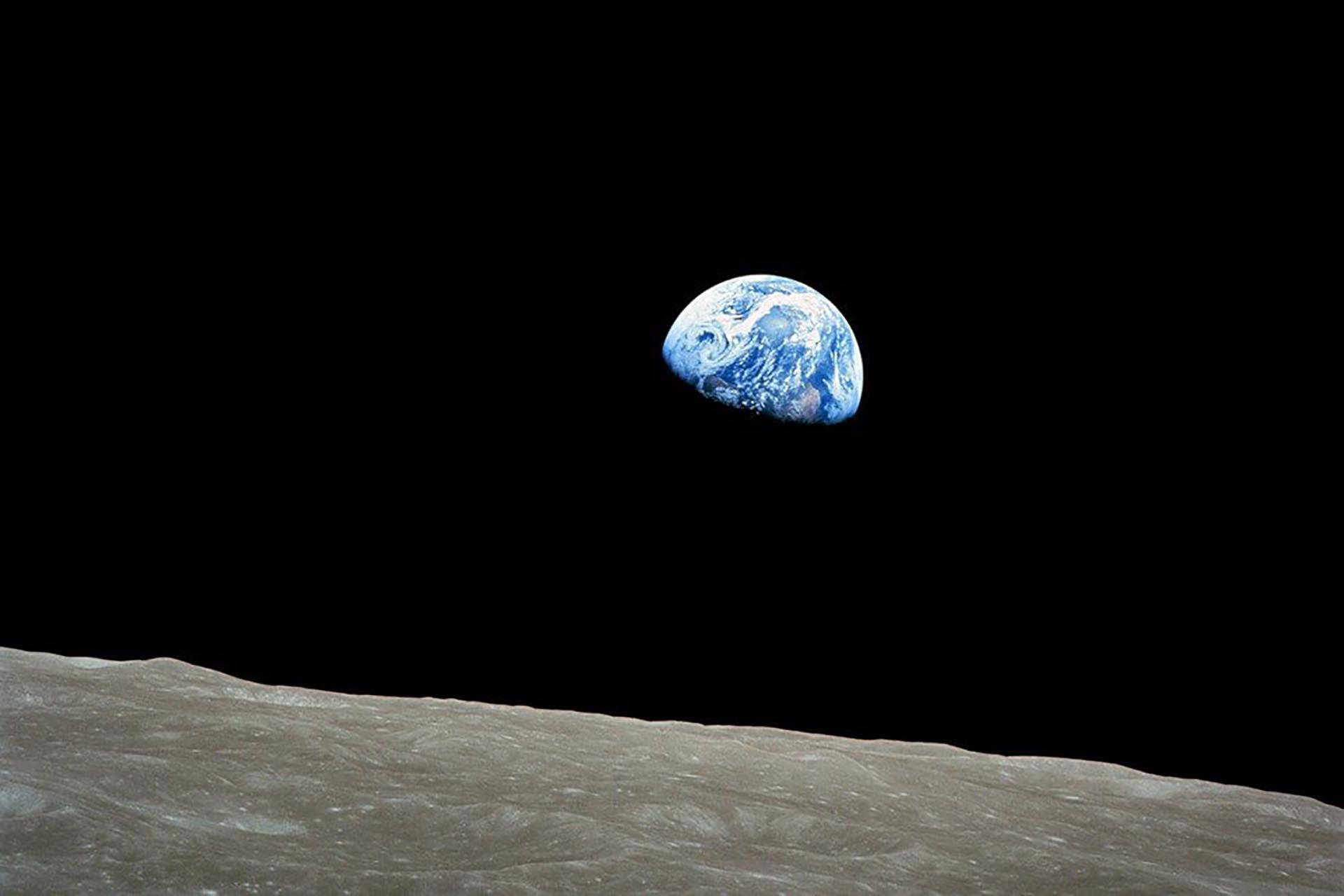 La famosa foto desde el Apolo 8, la primera con hombres a bordo para llegar a la órbita lunar