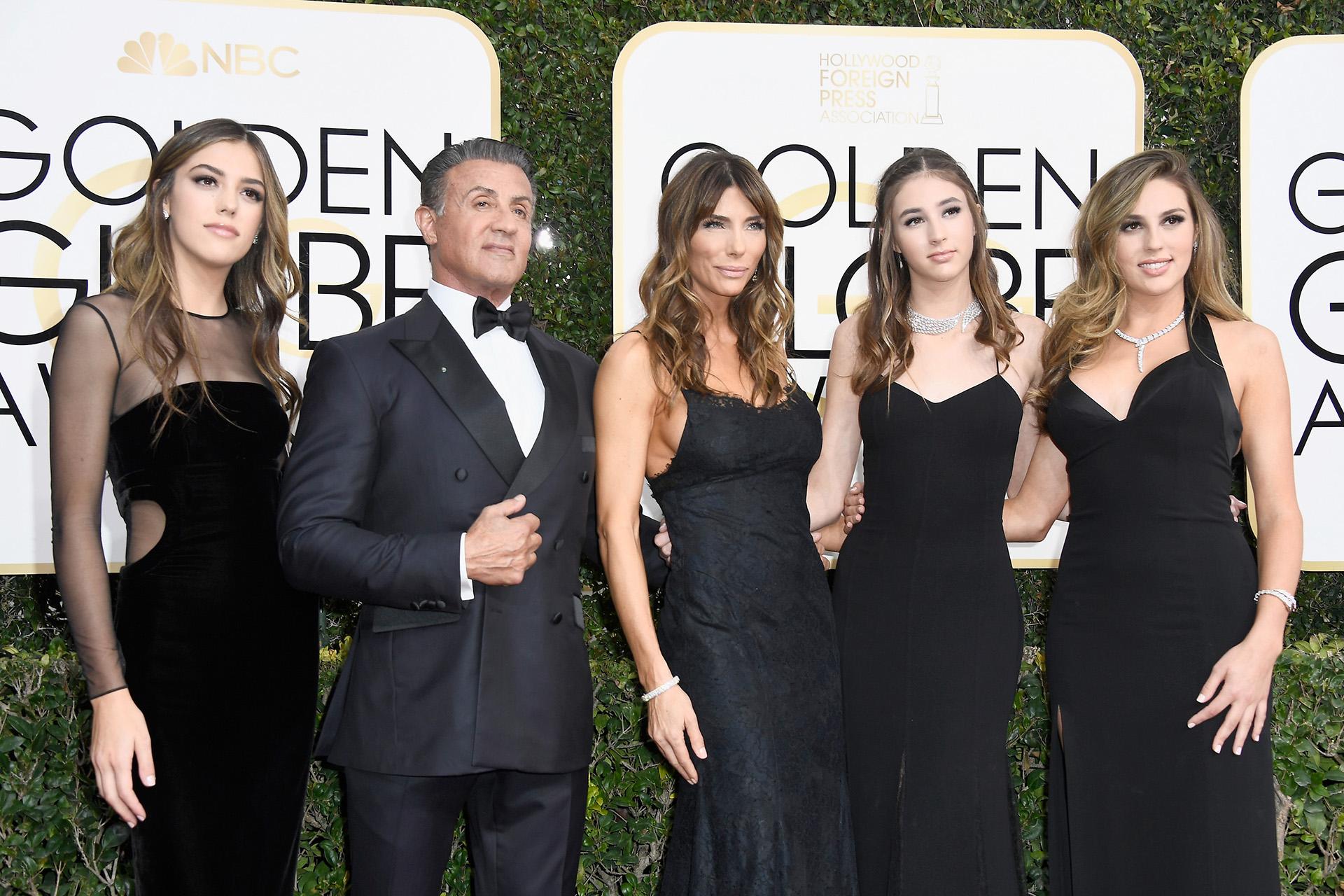 Sylvester Stallone junto a su mujer, Jennifer Flaviny sus hijas Sistine Stallone, Scarlet Stallone y Sophia Stallone