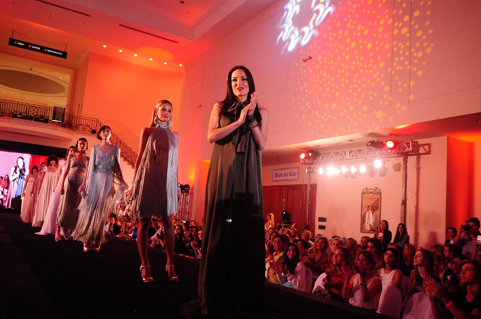 La diseñadora María Gorof fue la encargada del cerrar el International Fashion Show