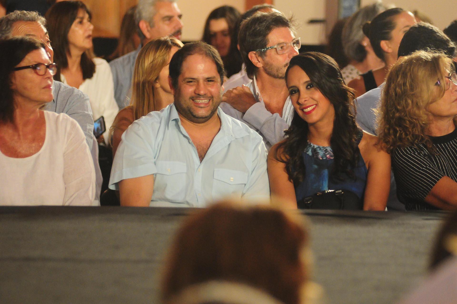 Tini de Bucourt junto a Felipe y Vanesa Noble Herrera en la primera fila