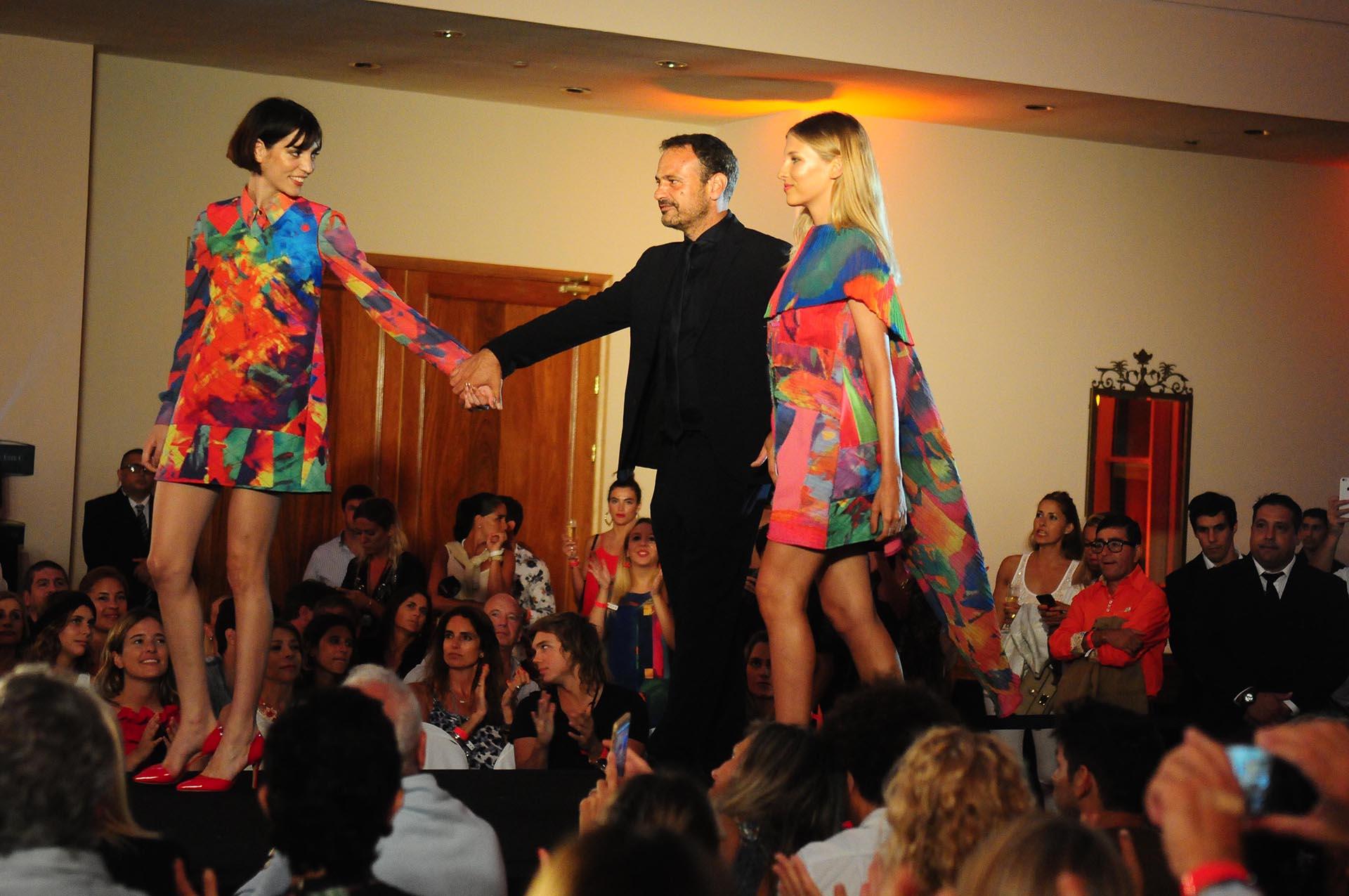 Eduardo Pérez González Ocantos presentó los vestidos de su marca, Sarah Jessy Jones