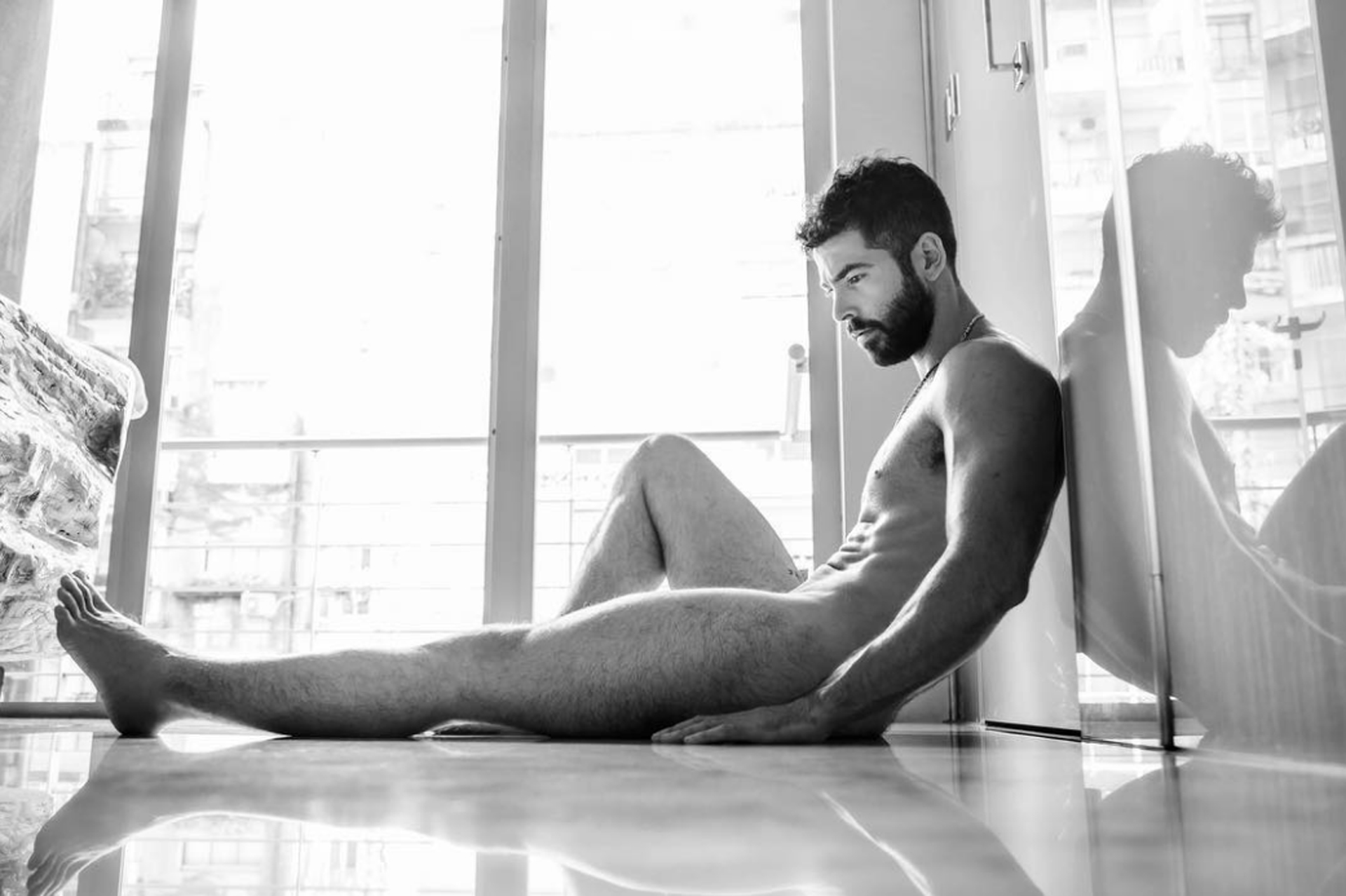 Nazareno Casero se animó a posar desnudo (Revista El Planeta Urbano)