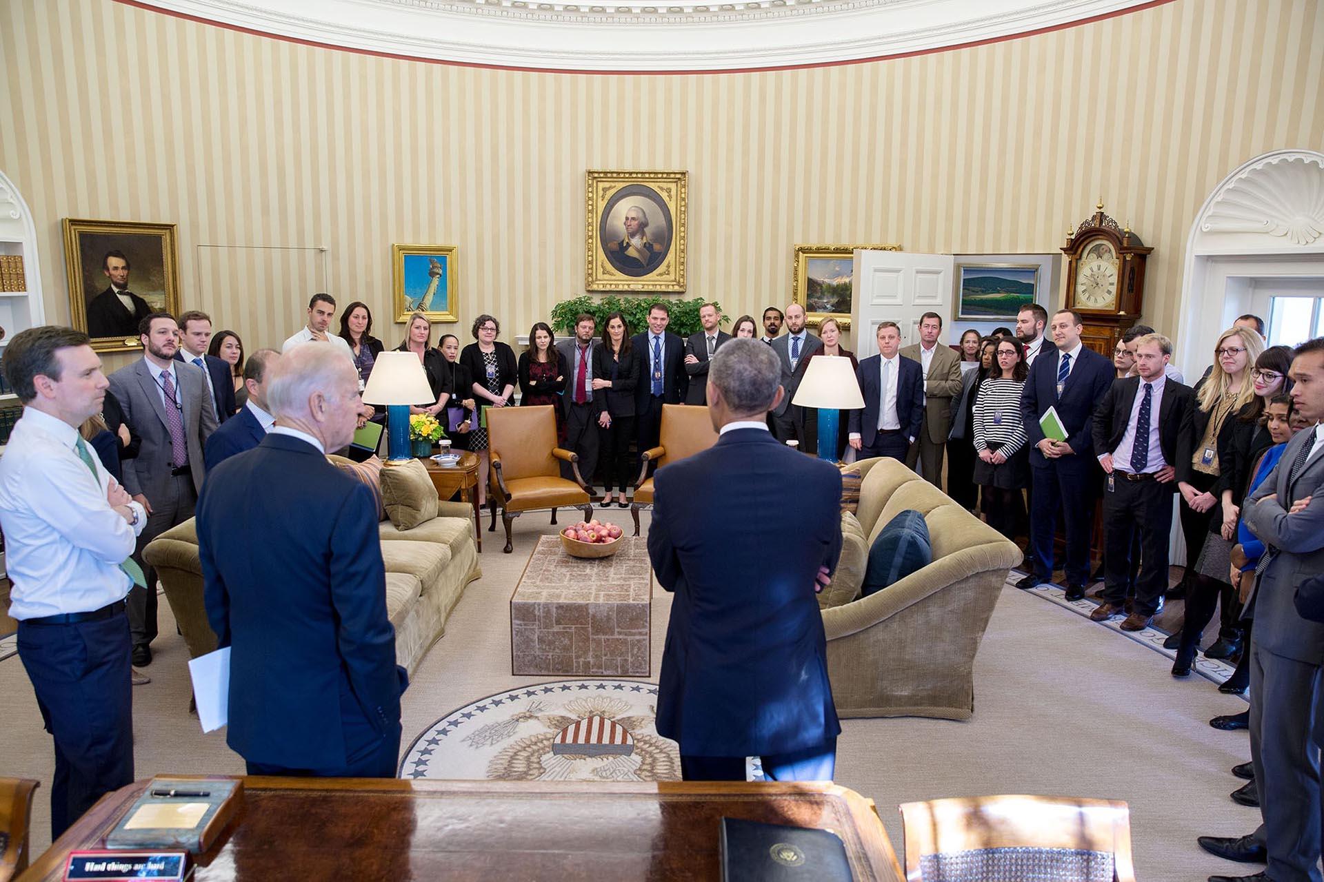 Al día siguiente de la victoria de Donald Trump, el presidente le habló a su staff en su despacho