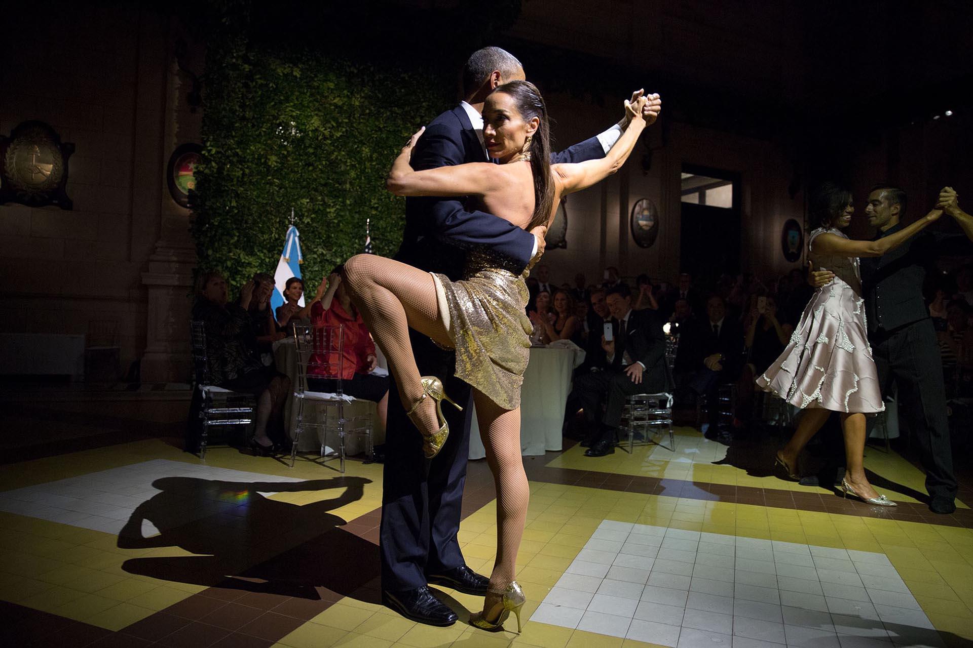 Bailando tango durante su visita a Buenos Aires, Argentina
