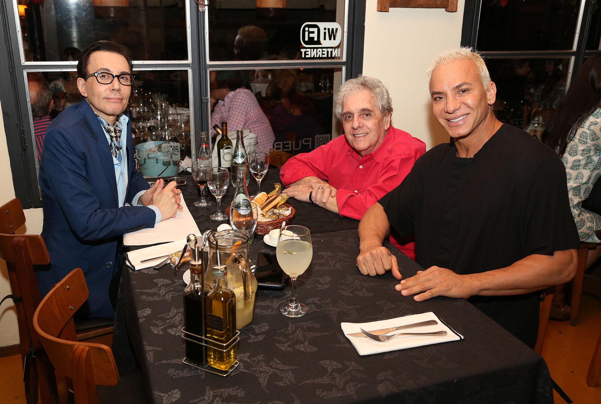 """Marcelo Polino, Antonio Gasalla fueron a ver """"Mahatma"""", de Flavio Mendoza, en Carlos Paz. Luego, compartieron una cena (Mario Sar / Teleshow)"""