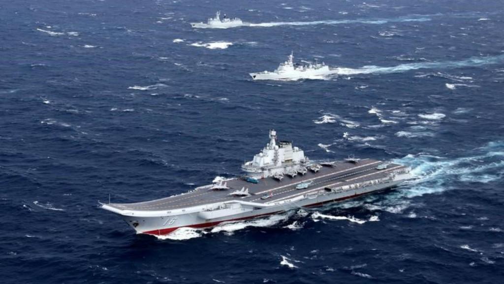 El porta aviones chino Liaoning en el Mar de China Meridional (Reuters)