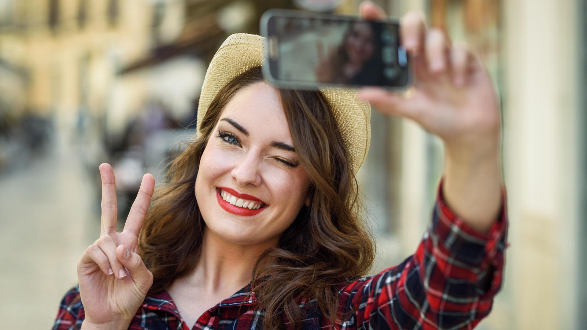 Las selfies podrían destruir la confianza de una pareja (iStock)