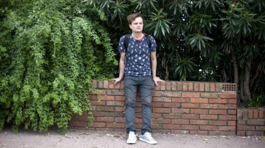 Uno de los jóvenes que se radicaron en Uruguay tras huir de su país perseguido por su orientación sexual