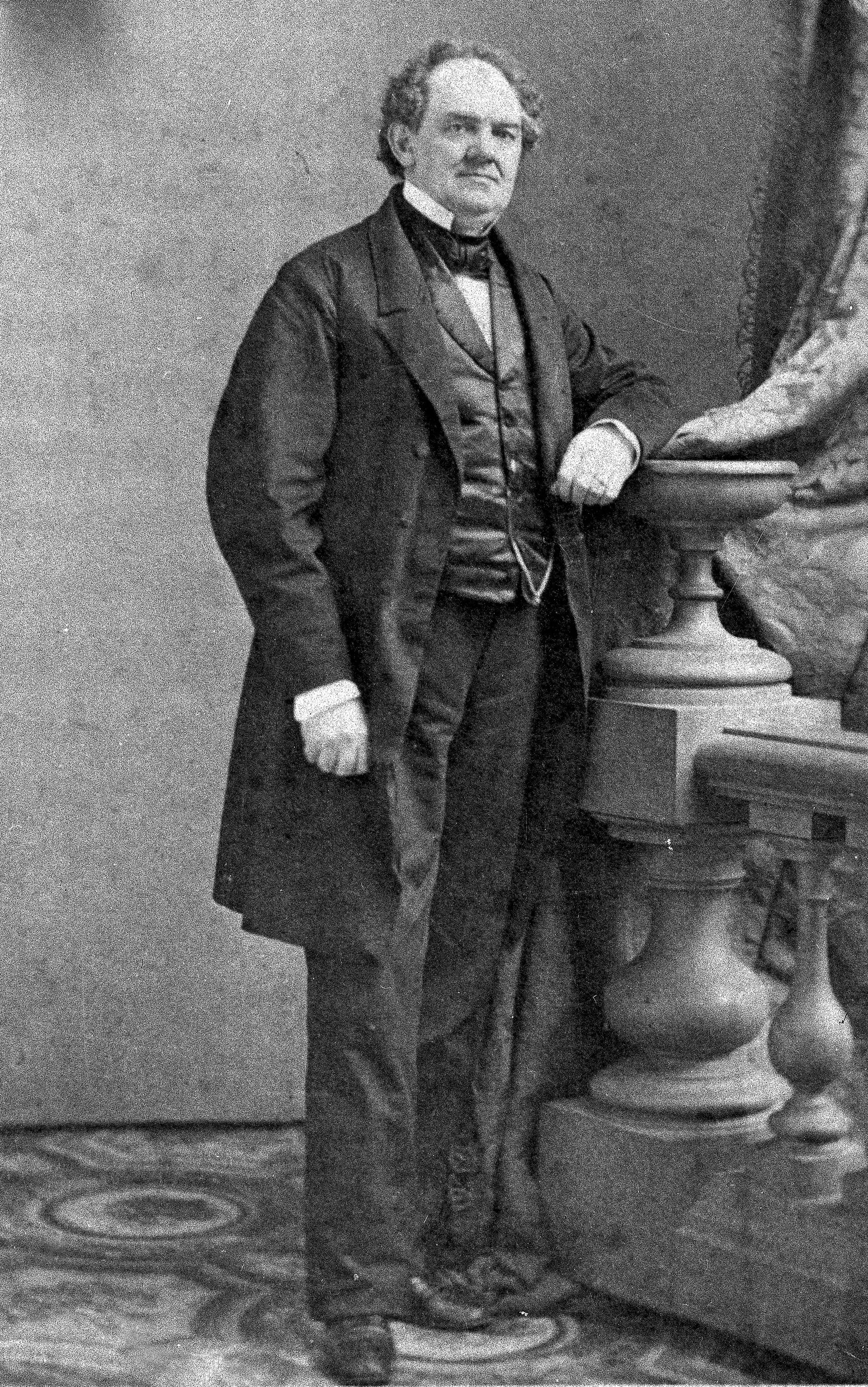 """P. T. Barnum, creador del """"espectáculo más grande sobre la tierra"""", en una foto de 1882 (AP)"""