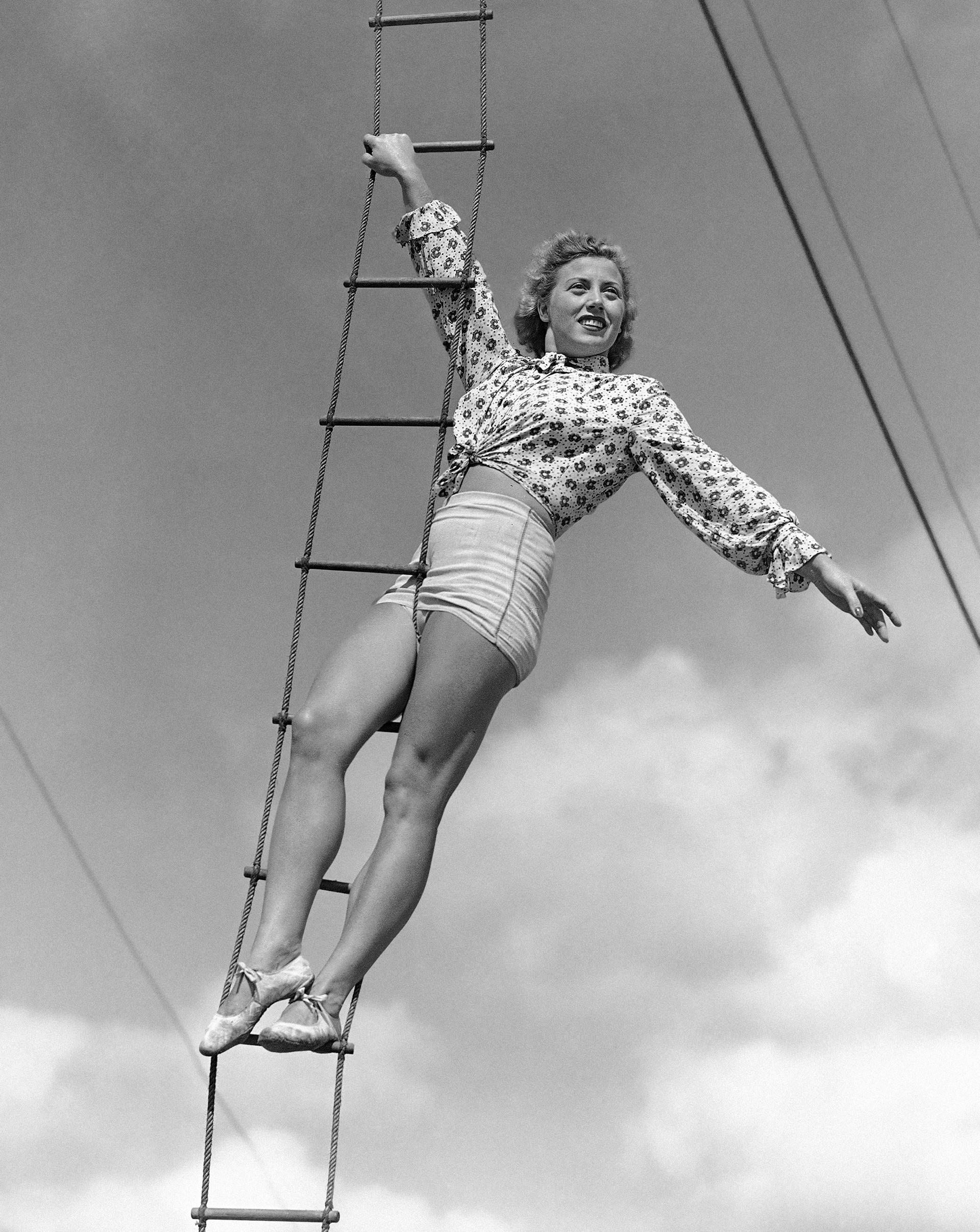 Elizabeth Wallenda durante un ensayo en 1945(AP)