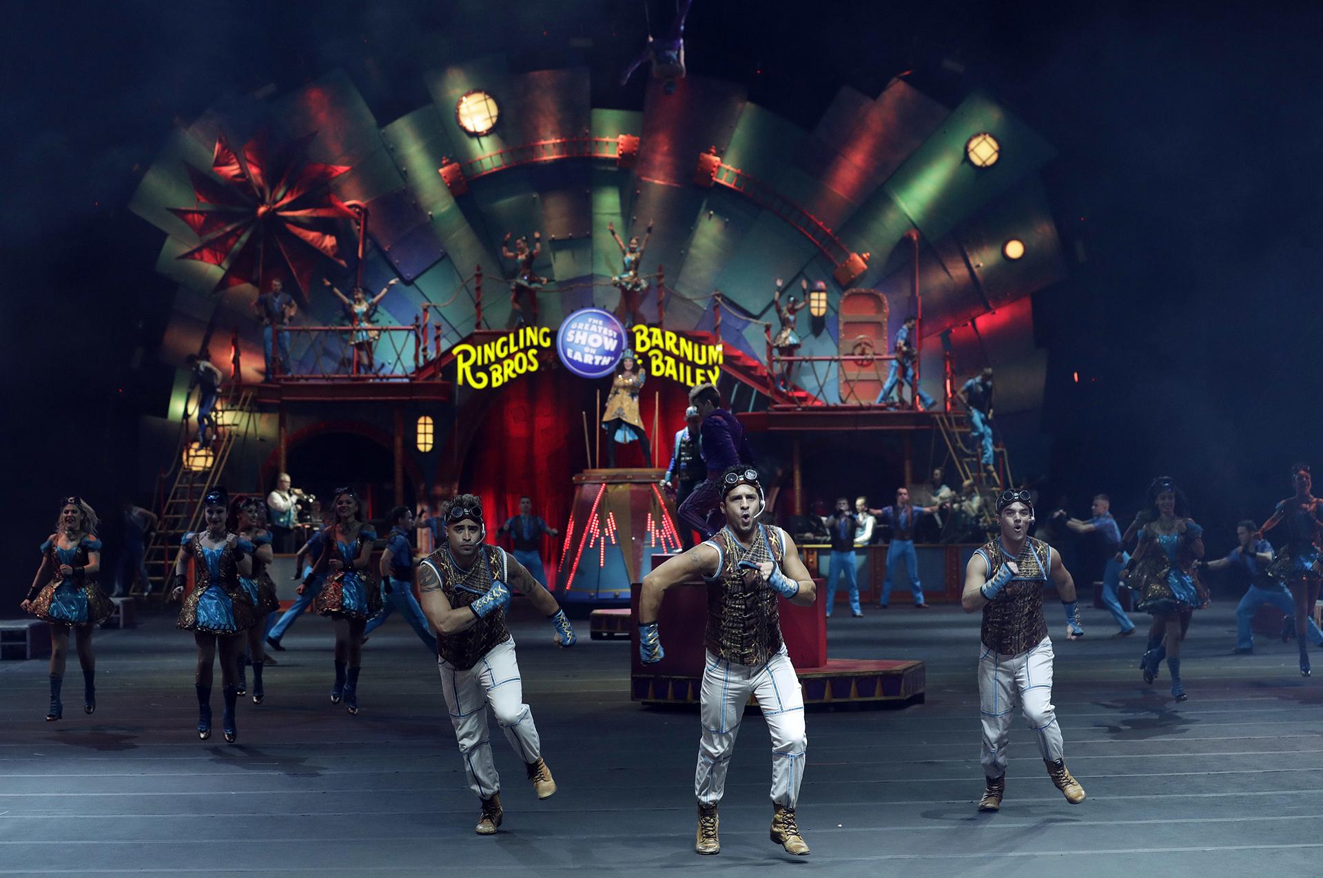 Artistas del Ringling Bros. and Barnum & Bailey en escena en 2017(AP)