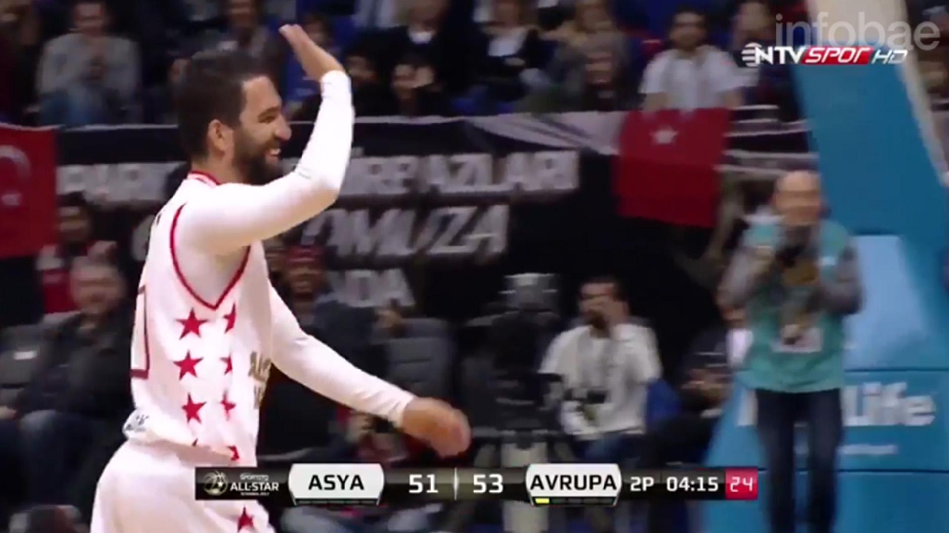 El turco pudo encestar en el partido de las estrellas de Turquía