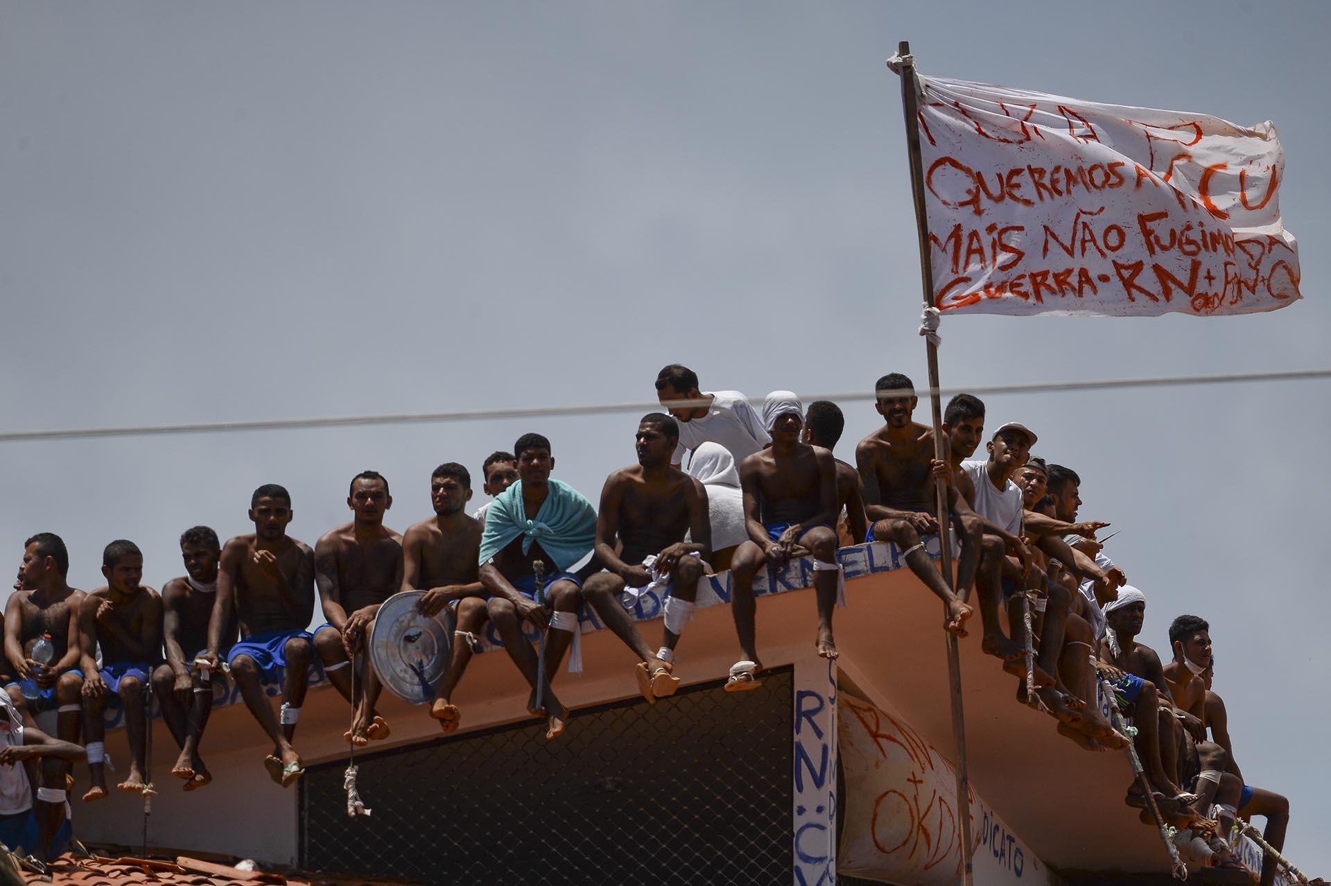 """""""Queremos paz, pero no le escapamos a la guerra"""", se lee en una de las banderas del grupo delictivo"""
