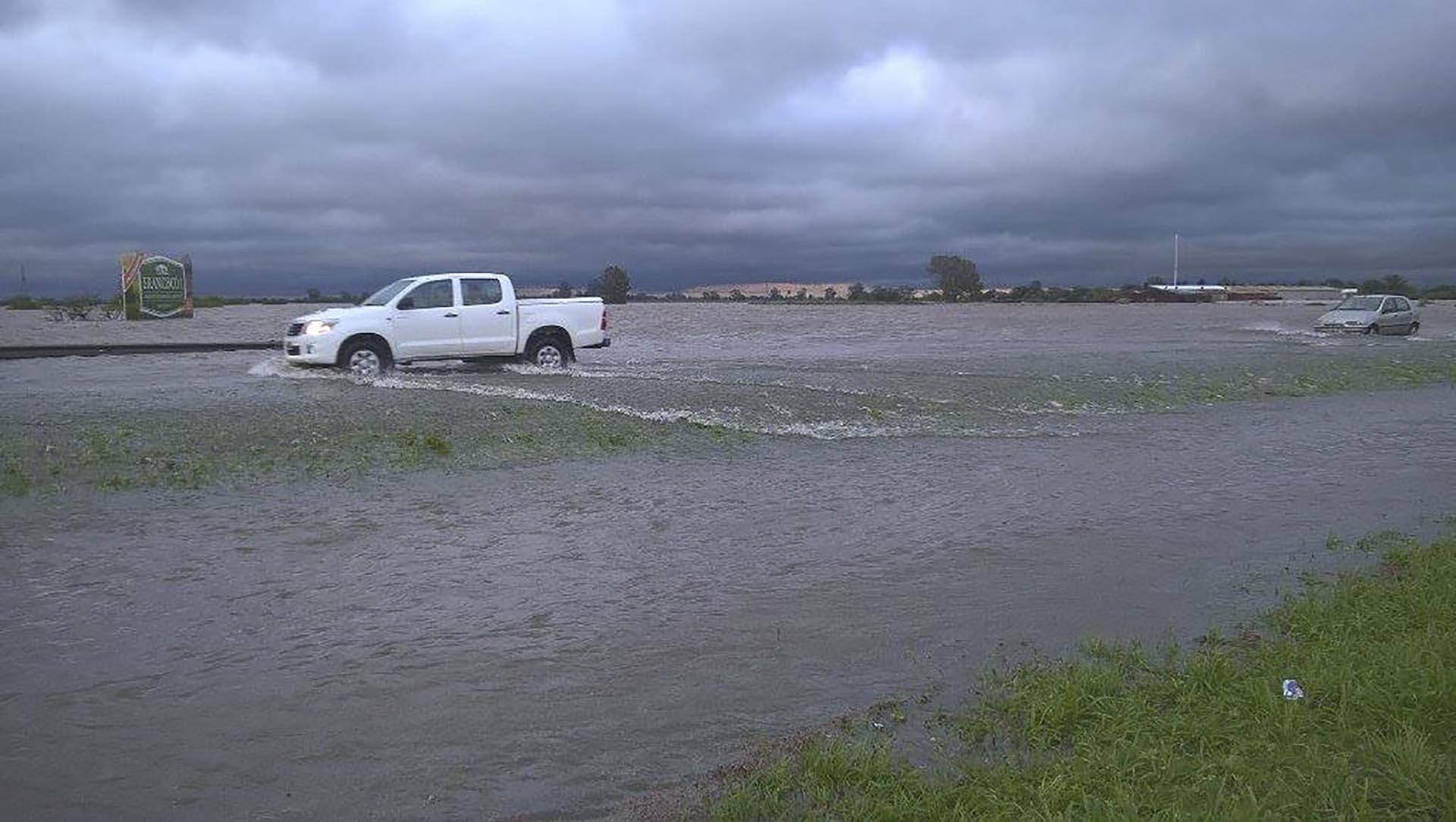 Por las inundaciones en Santa Fe, hay al menos diez ciudades sitiadas por el agua y más de 500 evacuados