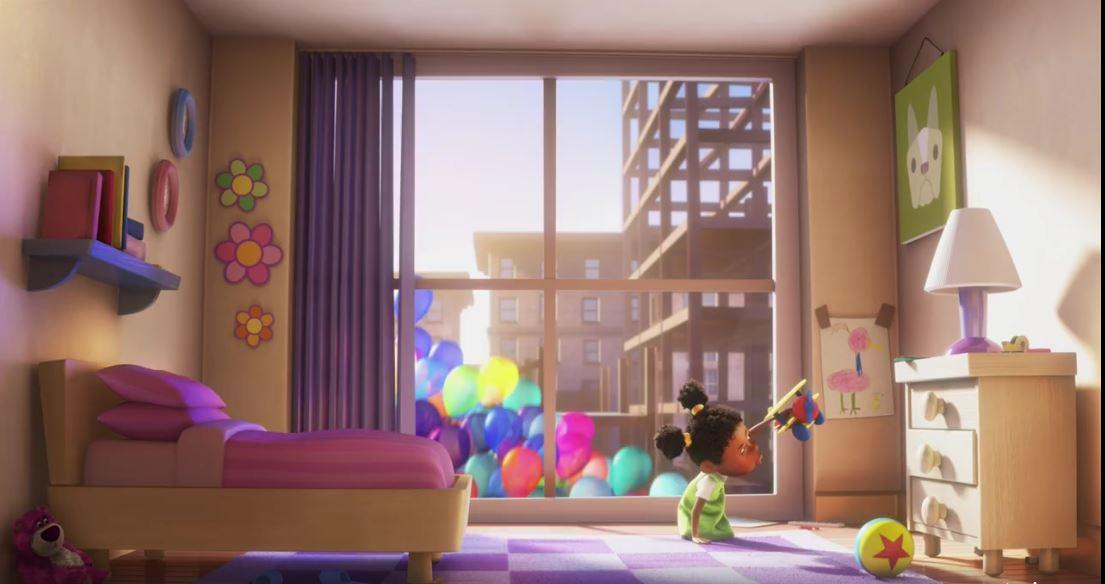 Lotso, al costado de la cama en una escena de la película Up!