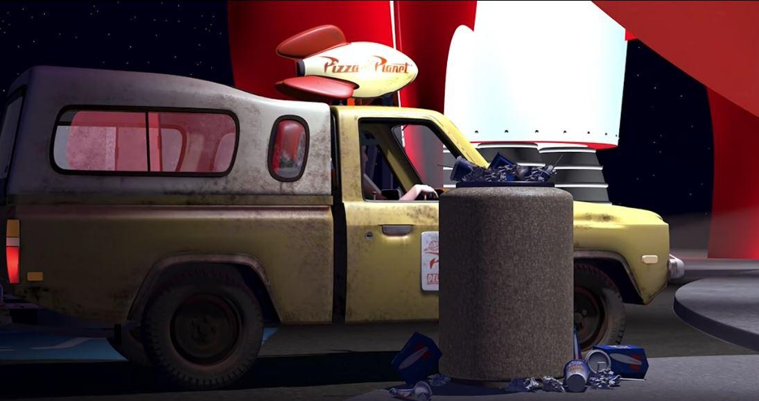 En Toy Story es donde más veces aparece el camión de Pizza Planet. Aparecerá en todas las películas de Pixar, salvo en Los Increíbles