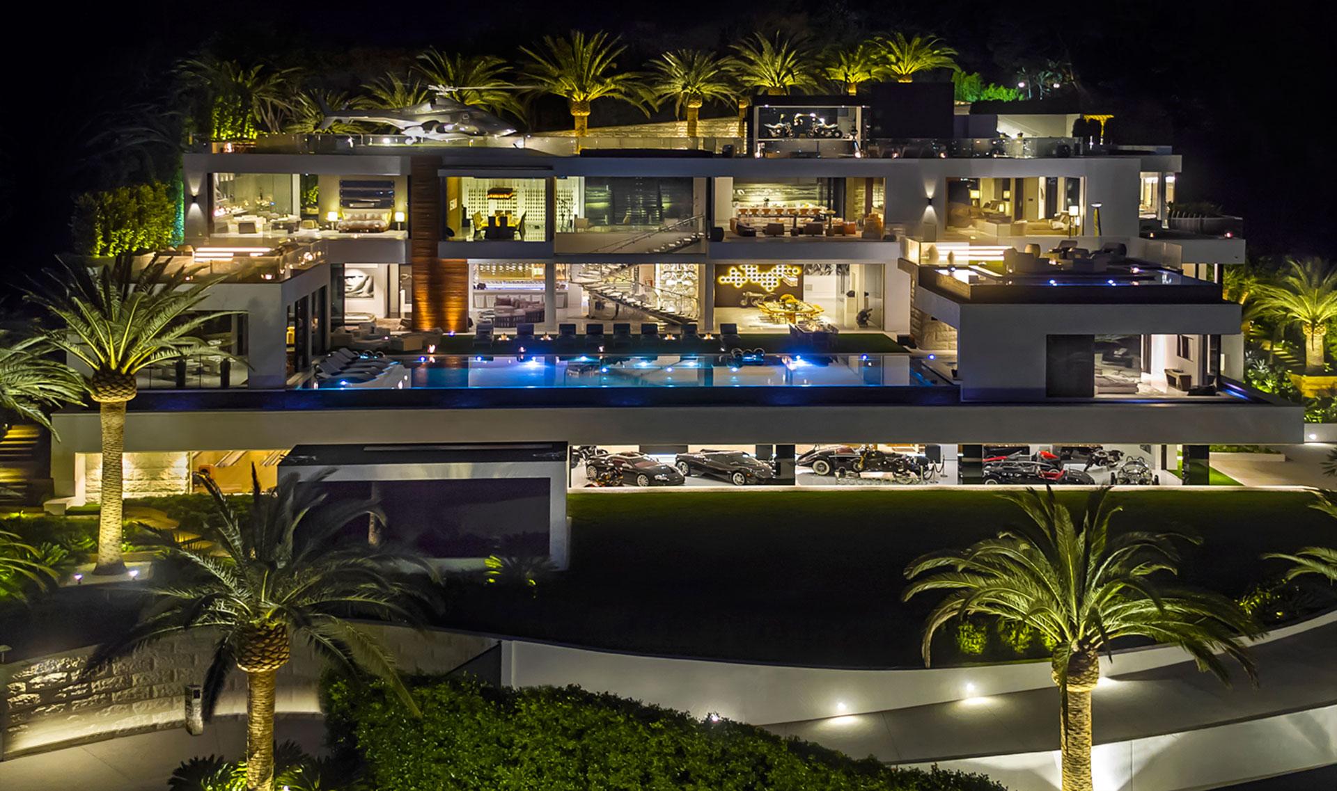 La mansión de noche: sus luces la hacen aún más imponente (BAM Luxury Development)