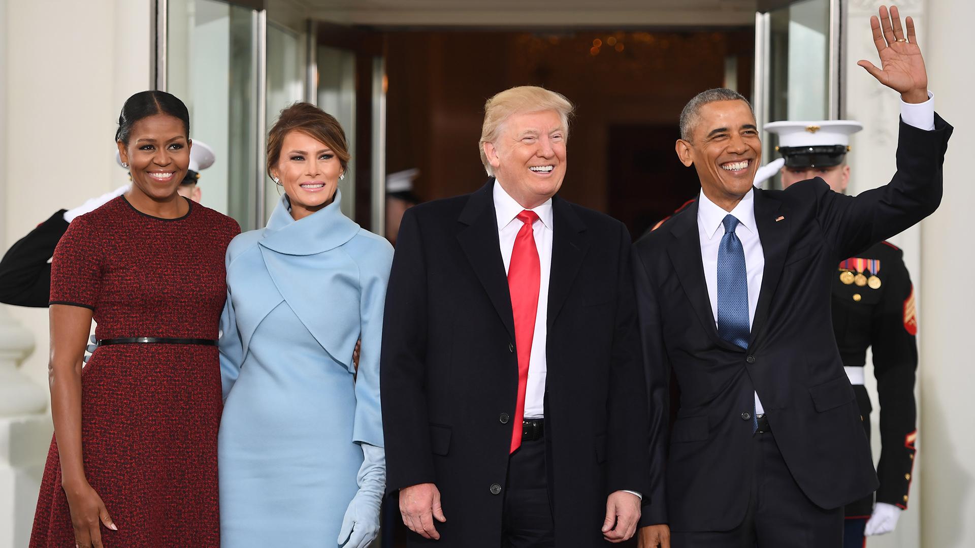 Los cuatro posan sonrientes en la entrada de la Casa Blanca