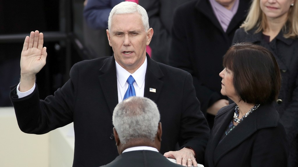 Jura el vicepresidente Mike Pence (AFP)