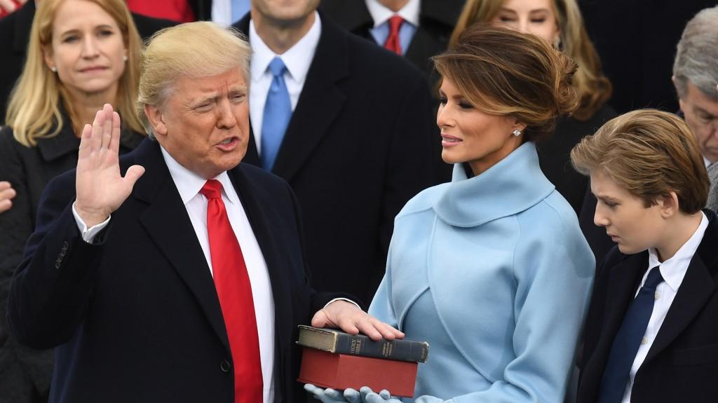 Así juró como nuevo presidente de los Estados Unidos Donald Trump