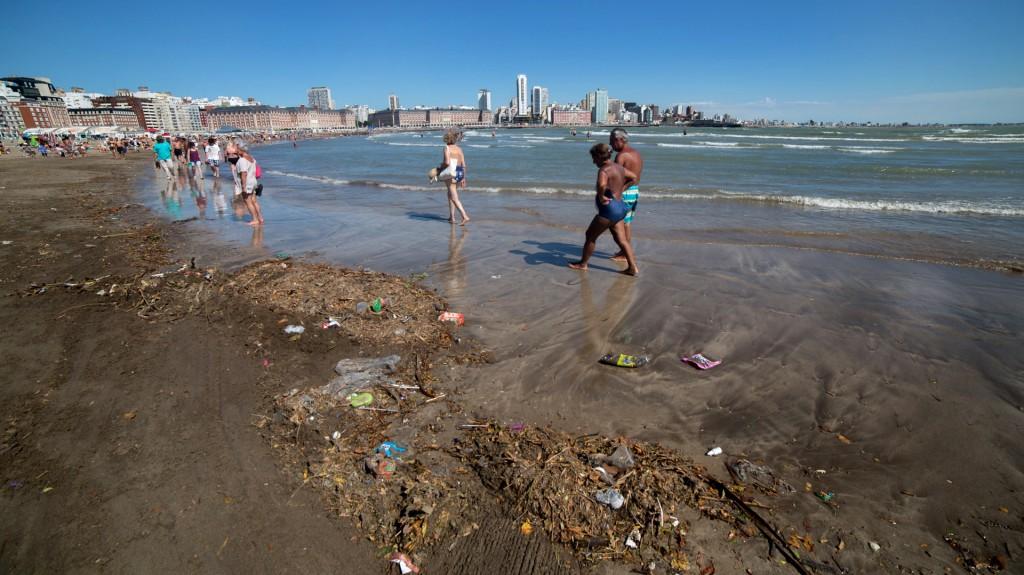 Muchos veraneantes expresaron su malestar por la suciedad en las playas