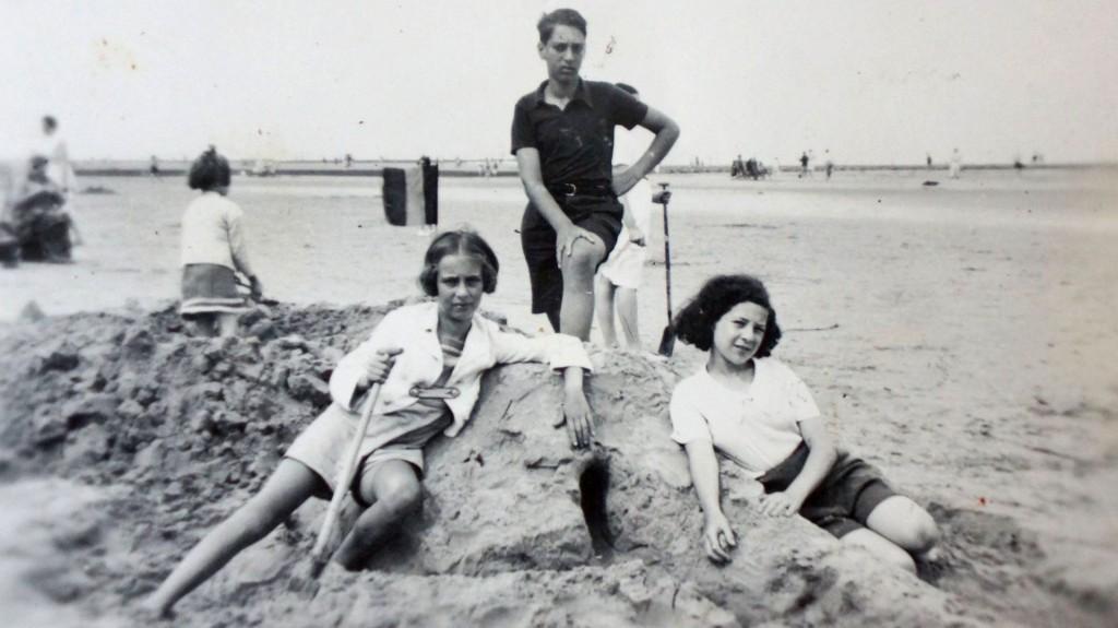 Eva Schloss (izquierda), su hermano Heinz y Kitty, una amiga de la familia
