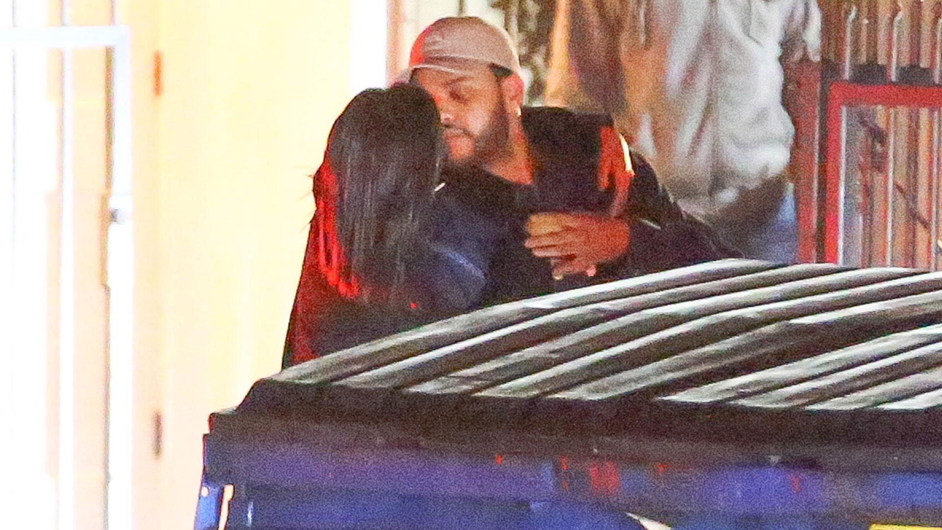 (Grosby Group) Selena Gomez a los besos con The Weeknd en Los Ángeles