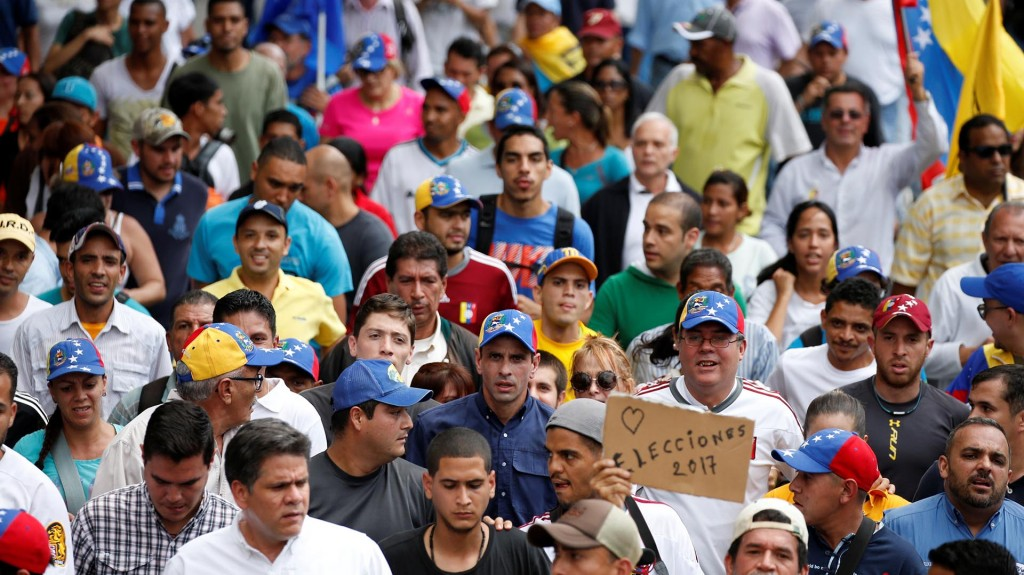 Enrique Capriles fue uno de los dirigentes opositores que dijo presente en la marcha de este lunes (Reuters)