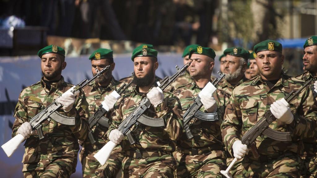 Desfile de gala de los cadetes de Hamas (AFP)
