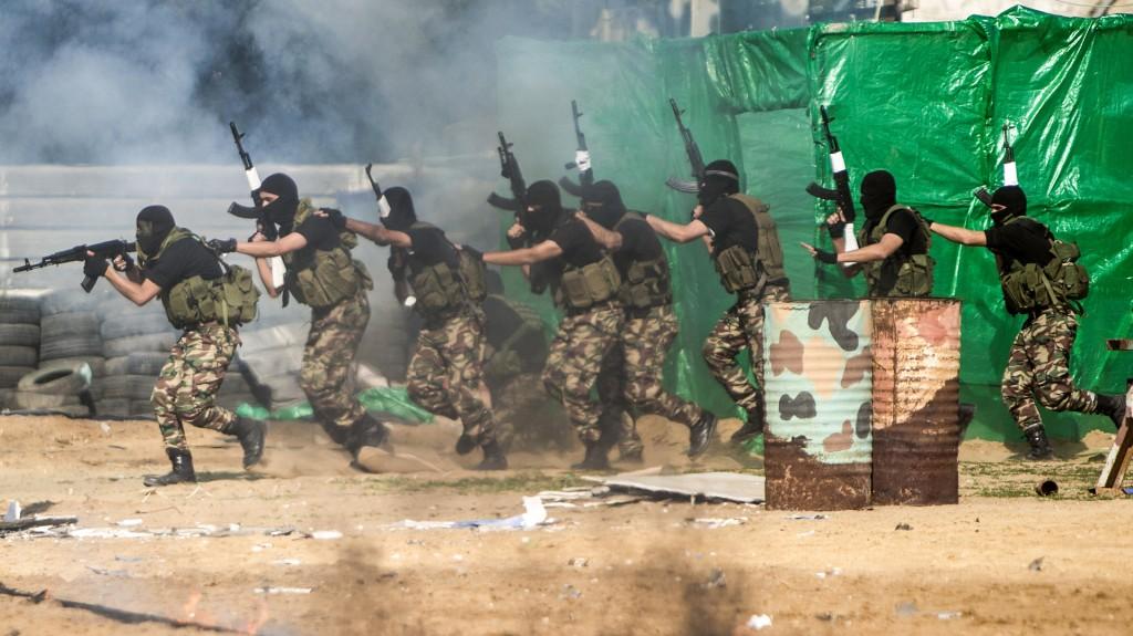 Los cadetes mostraron el uso de armas de fuego y tácticas de combate urbano (AFP)