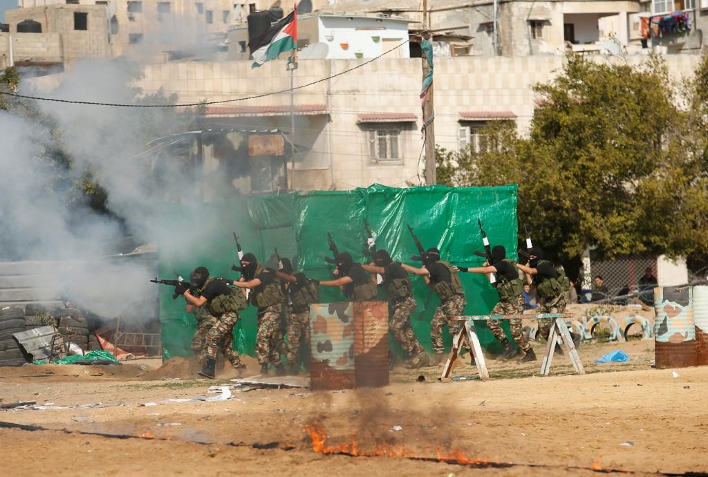 Otra imagen del simulacro de ataque a una posición israelí (AFP)