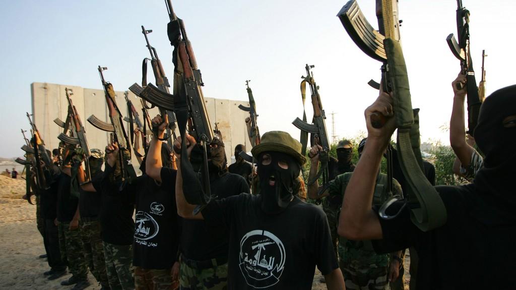 Con menos pompa y las caras completamente cubiertas, la misma ceremonia de graduación en su versión del año 2008, a poco de que Hamas se hiciera con el control de Gaza(AFP)
