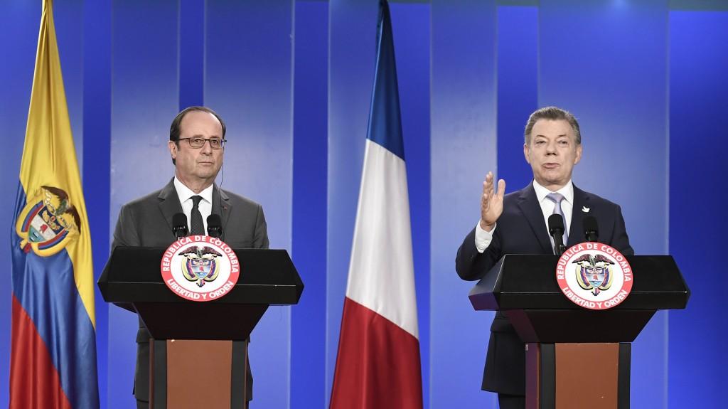 Hollande, que llegó este domingo de Chile, comenzó el lunes una visita oficial a Colombia (AFP)