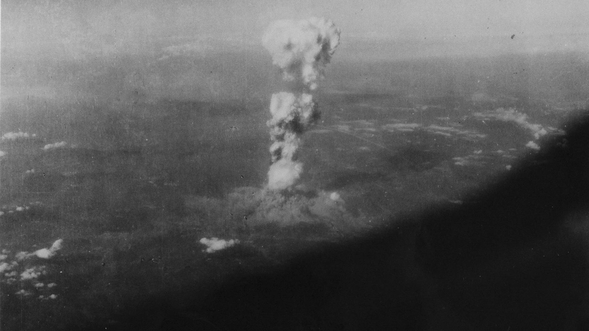 """La explosión nuclear vista desde el bombardero B-29 """"Enola Gay"""" (EFE)"""