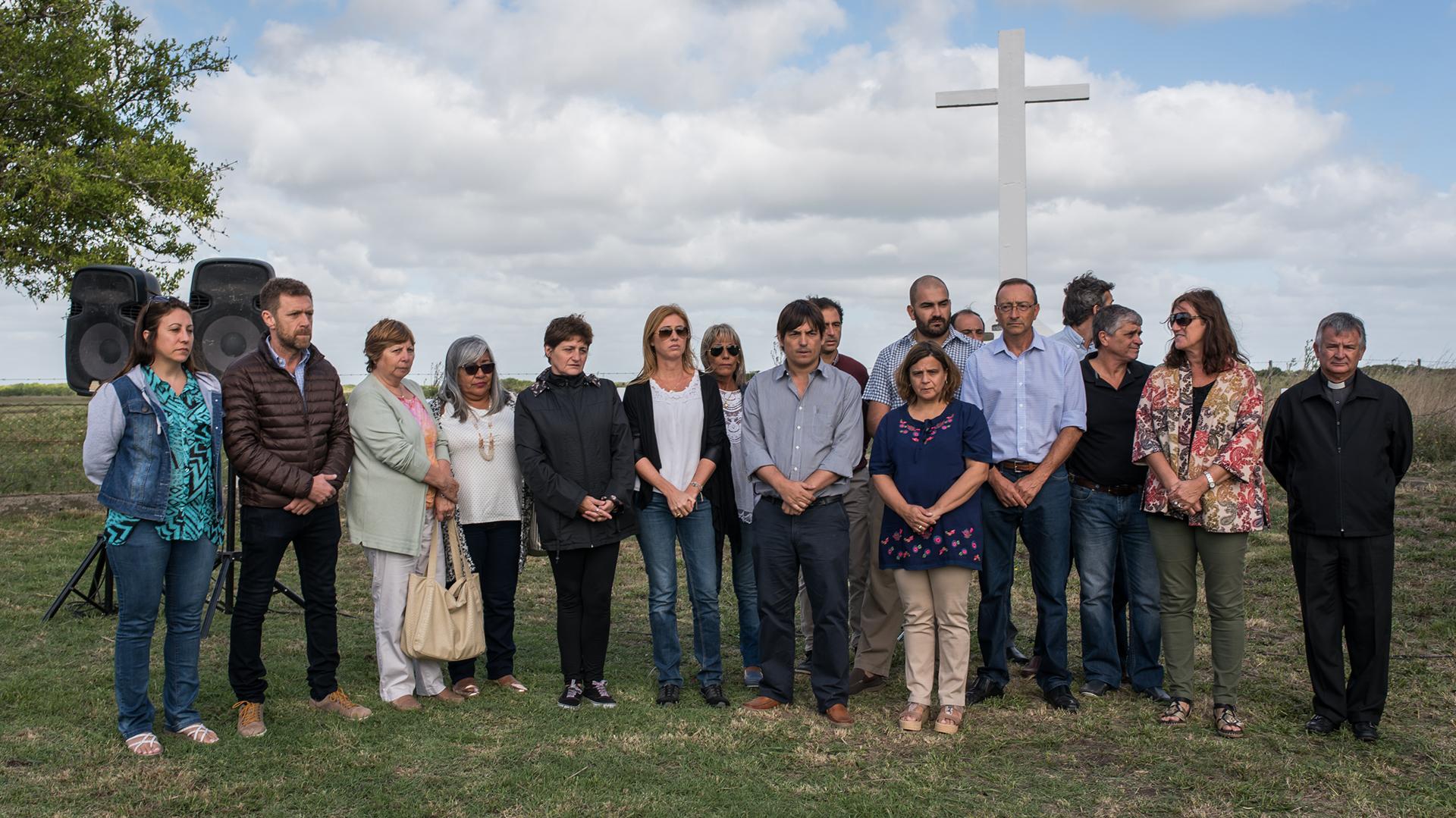 Familiares y amigos de Cabezas, en el homenaje a José Luis en la cava donde fue asesinado hace 20 años