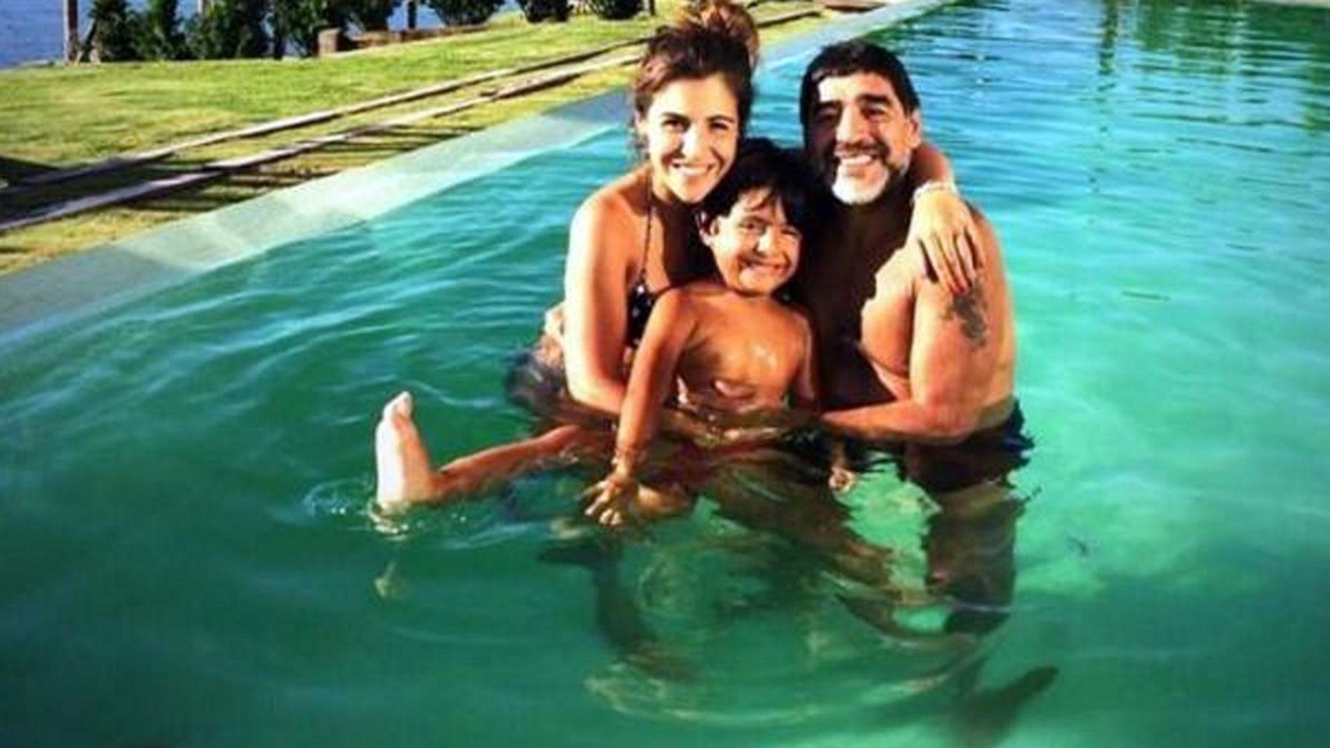 Diego Maradona con su nieto Benjamín. Ahora volverá a ser abuelo