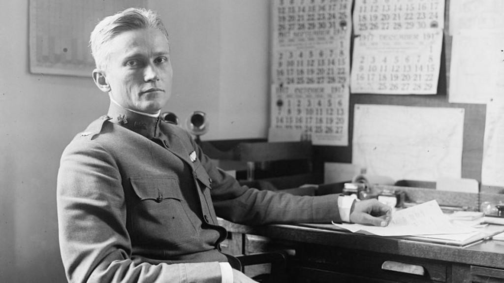 Hiram Bingham IV, el agregado militar de EEUU en Francia que entregó visas a miles de judíos europeos para escapar el Holocausto, a pesar de que su país lo prohibía