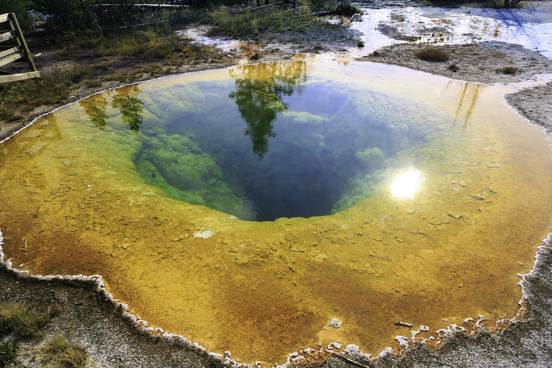 Yellowstone cuenta con instalaciones para visitantes en varias áreas, además de los varios museos que alberga, con exposiciones que abarcan una gran gama de temas históricos, tanto culturales como naturales